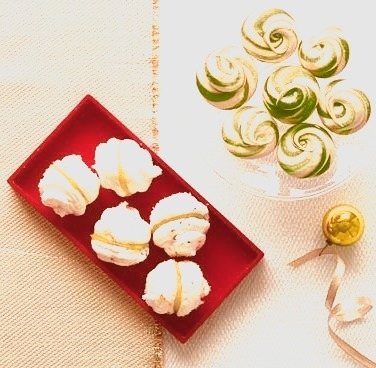 Peppermint Swirl Meringues
