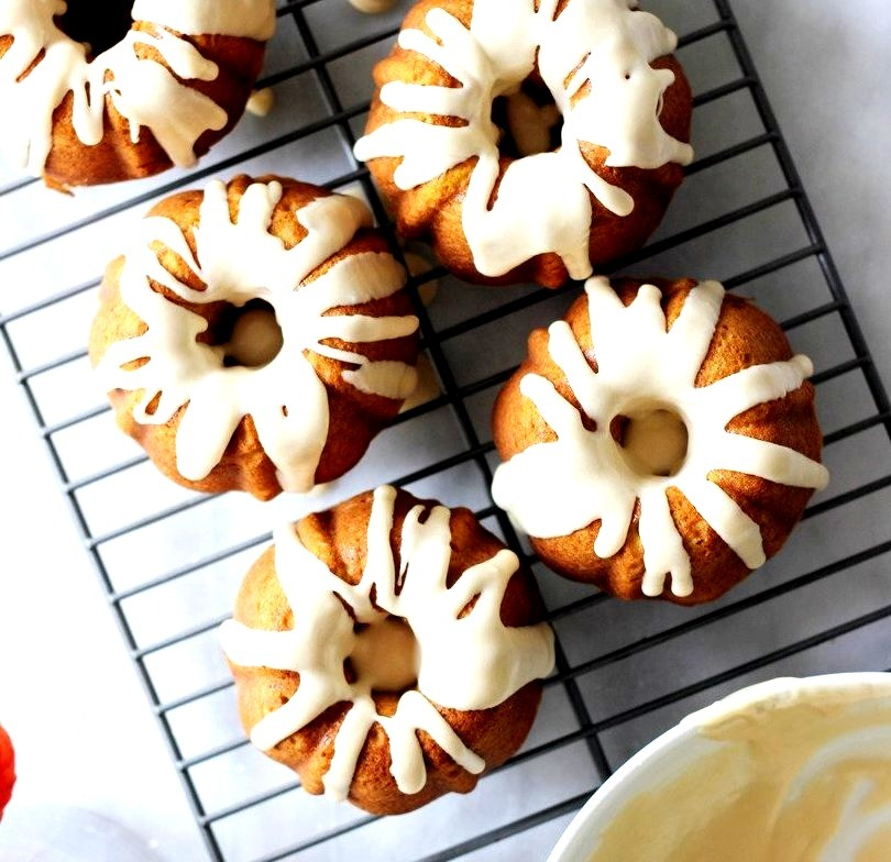 Mini Pumpkin Spice Latte Bundt Cakes